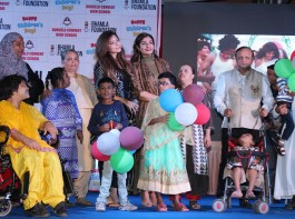 Kanika Kapoor, Raveena Tandon and Asif Bhamla with kids at Bhamla Foundation's Children's Day celebrations with spastic kids and kids from Duruelo Convent School, Bandra.