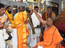 Rajinikanth visit Sri Raghavendra Swamy Matha, Mantralayam and got blessings.