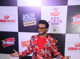 Ranveer Singh and Alia Bhatt have bagged the Best Actor awards at the Nickelodeon Kids Choice Awards 2017.
