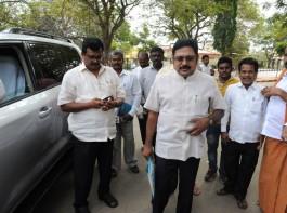 Sidelined AIADMK leader T.T.V. Dinakaran arrives at Bengaluru's Parappana Agrahara Jail to visit his aunt V. K. Sasikala on Jan 12, 2018.
