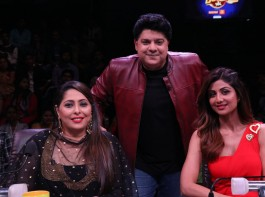 Sajid Khan with the super hosts on Super Dancer Chapter 2.