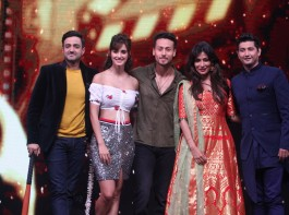 Tiger Shroff and Disha Patani promoting their upcoming movie Baaghi 2 on the sets of Zee TV's Dance India Dance Li'l Masters.