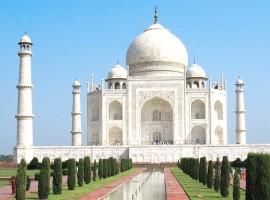 Taj Mahal, Agra, Uttar Pradesh.