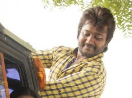 Bobby Simha still from Paambu Sattai Movie