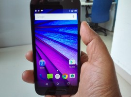 Moto G 2015 modifies the front by featuring a large speaker grille and microphone at the top and the bottom of display, giving it a look like its flagship Moto X