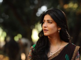 South Indian Actress Shruti Haasan stills from Srimanthudu Movie.