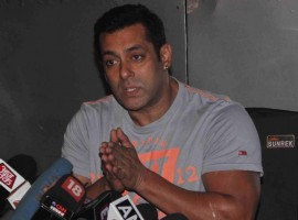 Bollywood Actor Salman Khan discusses Bajrangi Bhaijaan success with media.