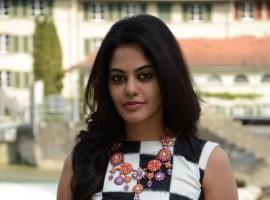 South Indian Actress Bindu Madhavi stills from Savaale Samaali movie.
