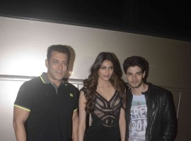 Photos of Bollywood Actor Salman Khan, Sooraj Pancholi and Athiya Shetty promote Hero on the sets of Jhalak Reloaded.