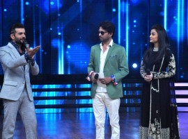 Photos of Bollywood Actress Aishwarya Rai and Irrfan Khan promote Jazbaa on 'Dance India Dance'.