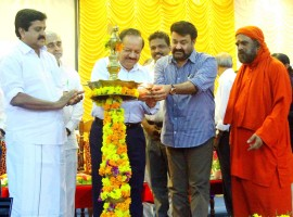 Harsh Vardhan and Mohanlal lights the lamp during the inauguration of the Centre of Excellence in Organ Transplantation at Amrita Institute of Medical Sciences (AIMS) at Edapally near Kochi on Tuesday.