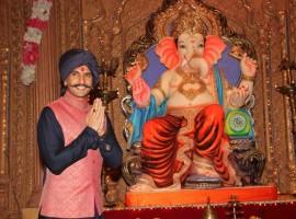 Bollywood Actor Ranveer Singh promotes Bajirao Mastani new song on sets of Udaan.