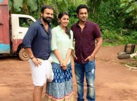 Kunchacko Boban, Nikki Galrani and Asif Ali wrap up the shooting of their upcoming film 'Rajamma ?at Yahoo'.