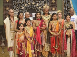 The makers of the show threw a unique pre Diwali bash on the sets of Ashoka for the completion of 200 episodes. The entire cast and crew celebrated Diwali in an eco-friendly way with Rangoli and Diya and sweets.