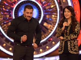 Actress Juhi Chawla's added a lot of cheer to the Bigg Boss 9 house this weekend. Along with Tanishaa Mukherjee (ex-Bigg Boss contestant) also entered the house to have a heart-to-heart chat with the housemates.