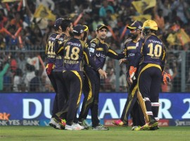 Sunil Narine's outstanding bowling figures of 3/26 helped Kolkata Knight Riders (KKR) seal a 22-run victory over Sunrisers Hyderabad (SRH) on Sunday and march into the play-offs of the Indian Premier League (IPL). Sunrisers only managed 149/8 chasing a target of 172 runs. Shikhar Dhawan top scored for the visitors with a 30-ball 51 at the Eden Gardens. Besides Narine, Kuldeep Yadav picked up two crucial wickets for the home team. In pursuit of KKR's 171/6, the Sunrisers had a strong start with David Warner and Dhawan smacking a few to the advertising boards. But just when it looked like it would be Warner's (18) day, off-spinner Narine disturbed his stumps. After the first six overs SRH were 48/1.
