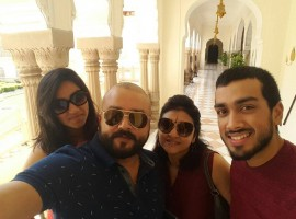 Actor Jayaram holidays with his family in Jaipur, Rajasthan. The actor shared the photos of their trip on his Facebook page on Friday. Pictured: Malavika, Jayaram, Parvathy and Kalidas at Rambhag palace in Jaipur.