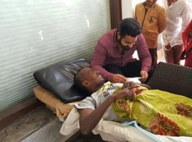 Tollywood actor Jr. NTR  meets his die hard fan from Banglore who is in the last days and assured assistance to his family postponed Kerala visit by a day to meet Nagarjuna and fulfil his last wish.
