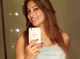 Celebs like Tamannaah Bhatia, Bipasha Basu, Kajal Aggarwal, Mouni Roy, Neha Sharma, Rannvijay Singha and Zareen Khan take Selfies on OPPO F1s.