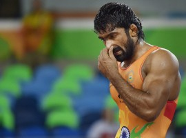 Indian wrestler Yogeshwar Dutt lost his men's freestyle 65 kg qualification match 0-3 against Mongolia's Mandakhnaran Ganzorig at the Rio Olympics here on Sunday.