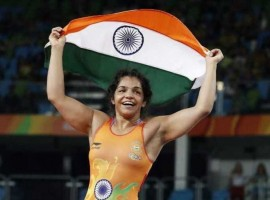 Wrestler Sakshi Malik, who opened India's account at the Rio Olympics with a bronze medal in the women's 58 kilogram freestyle category, will be carrying the flag at the closing ceremony on Sunday.