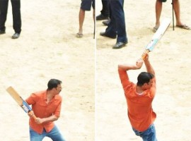 Bollywood actor Akshay Kumar plays cricket on Jolly LLB 2 Set.