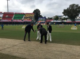 Indian skipper Virat Kohli won the toss and elected to bat in the first Test of the three match series against New Zealand at Green Park stadium here on Thursday.