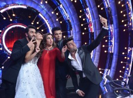 Special moments of Bollywood actor Ranbir Kapoor when he visited the sets of Jhalak Dikhhla Jaa for the promotion of his upcoming movie 'Ae Dil Hai Mushkil' as the special judge on the show, joining judges Karan Johar, Ganesh Hegde and Jacqueline Fernandez on the jury table.