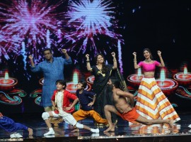 Yoga guru Baba Ramdev with filmmaker Anurag Basu, choreographer Geeta Kapoor and actress Shilpa Shetty on the sets of Sony TV reality show Super Dancer in Mumbai on Oct.