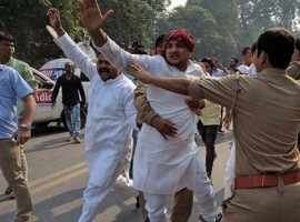 Supporters of Uttar Pradesh Chief Minister Akhilesh Yadav and Samajwadi party leader Shivpal Yadav clashed outside the party office on Monday. Police and security officials had a tough time dispersing the unruly mobs.