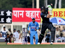New Zealand have made three changes. BJ Watling was included in place of Luke Ronchi, Jimmy Neesham made way for Anton Devcich and Ish Sodhi was drafted in place of Matt Henry.