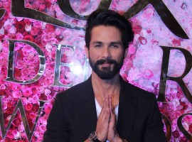 Shahid Kapoor at Lux Golden Rose Awards 2016.
