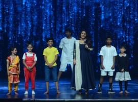 Photos of Bollywood actress Vidya Balan promotes Kahaani 2 on the sets of Super Dancer.