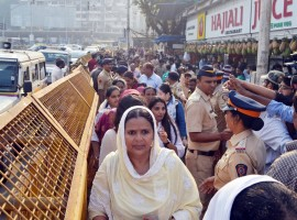 Women enter the famous Haji Ali dargah after five years and a series of legal battles and agitations in Mumbai, on Nov 29, 2016. Till June 2012, women were allowed entry up to the sanctum sanctorum comprising the mazaar (grave) of the revered Muslim saint, Sayyed Peer Haji Ali Shah Bukhari, but suddenly the entry rto women was barred.