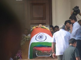 Jayalalithaa death: Vijay pays his last respect to Chief Minister Amma.