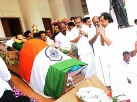 M. K. Stalin pays last respect to CM Jayalalithaa.