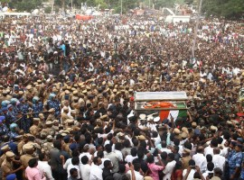 Jayalalithaa funeral procession: Amma's mortal remains taken from Rajaji Hall to Marina Beach.