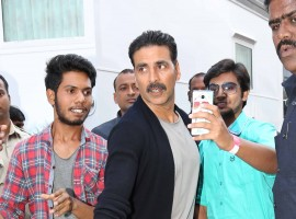 Photos of Bollywood actor Akshay Kumar snapped on sets of Yaaron Ki Baraat.