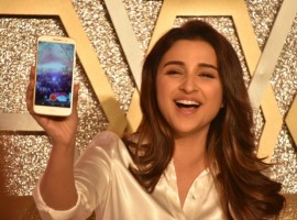 Photos of Bollywood actress Parineeti Chopra launches Motorola's Moto M Smart Phone.