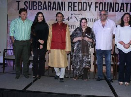 The 4th National Yash Chopra Memorial Award has gone to Badshah of Bollywood Shah Rukh Khan. This prestigious honor instituted by MP, Dr. T. Subbarami Reddy's 'TSR Foundation' in association with Anu & Shashi Ranjan of GR8 Entertainment, enjoys a pride of place today in the Industry. It commemorates the mega director-producer, late Shri Yash Chopra by honouring excellence in various spheres of cinema like acting, music etc.