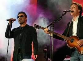 British singers Paul McCartney and George Michael (L) perform at the Live 8 concert in Hyde Park in London, July 2, 2005.