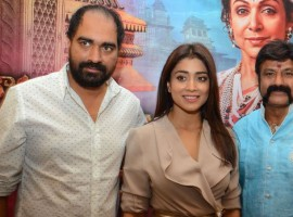 Telugu movie Gautamiputra Satakarni press meet event held at Hyderabad. Celebs like actor Balakrishna, actress Shriya and director Saran Krish graced the event.