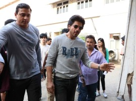 Photos of Bollywood actor Shah Rukh Khan promotes Raees at Mehboob Studio in Bandra.