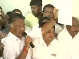 Senior AIADMK leader Madhusudanan joins Panneerselvam camp.