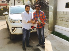 South Indian actor Suriya gifts Toyota Fortuner car to director Hari today on behalf of Si 3 aka Singam 3's massive success.