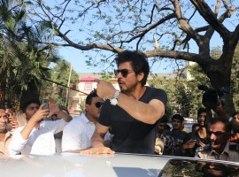 Bollywood Superstar Shah Rukh Khan casts his vote at Mount Mary Convent High School, Bandra during the BMC Election 2017 in Mumbai.