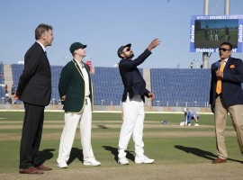 Australian skipper Steven Smith won the toss and elected to bat against India in the opening match of their four-match Test cricket series here on Friday.