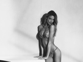 Victoria's Secret Angel Martha Hunt flaunts her killer body.