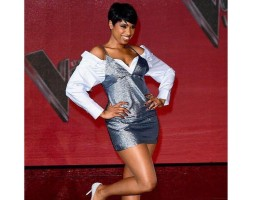 Hollywood actress Jennifer Hudson shows off her legs in mini dress.