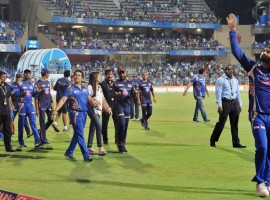 Extending their winning streak to four matches, Mumbai Indians defeated Gujarat Lions by six wickets in an Indian Premier League (IPL) match here on Sunday. Nitish Rana (53), Rohit Sharma (40 not out) and Kieron Pollard (39) were the major contributors to Mumbai's cause. Chasing a challenging total of 177, Mumbai started off on a bad note as the home side lost opener Parthiv Patel (0) on the second ball of the first over. Parthiv, who got a leading edge, was caught by Jason Roy at backward point off Praveen Kumar while trying to flick the ball on the leg side. Opener Jos Buttler (26) and incoming batsman Nitish Rana (53) then played sensible innings as both batsmen forged an 85-run partnership for the second wicket before the latter was sent packing in the 10th over with he scoreboard reading 85/2.